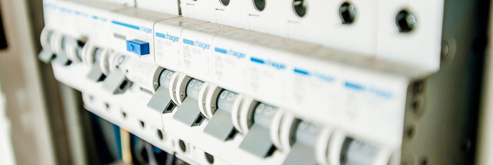 Una caja eléctrica de un sistema de media y baja tensión. Un foco donde localizar las averías eléctricas