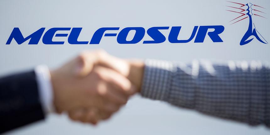El logotipo de Melfosur tras dos manos que pactan en referencia al papel de las empresas de energía ante el coronavirus