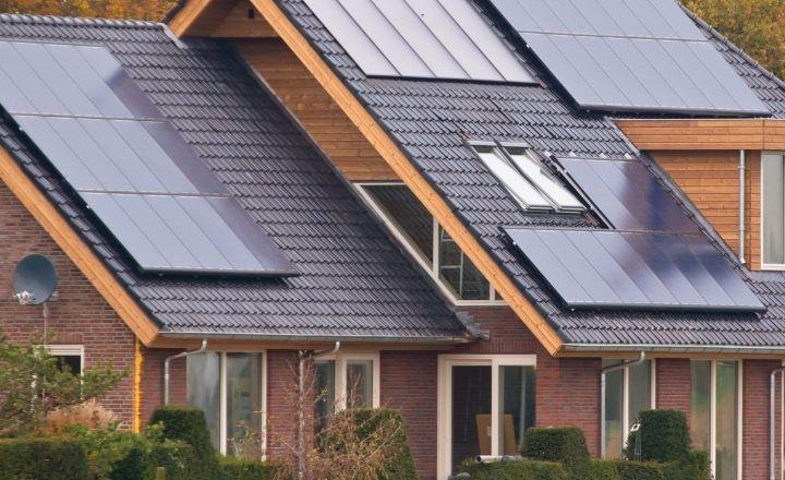 una vivienda con los requisitos necesarios para instalar placas solares de autoconsumo